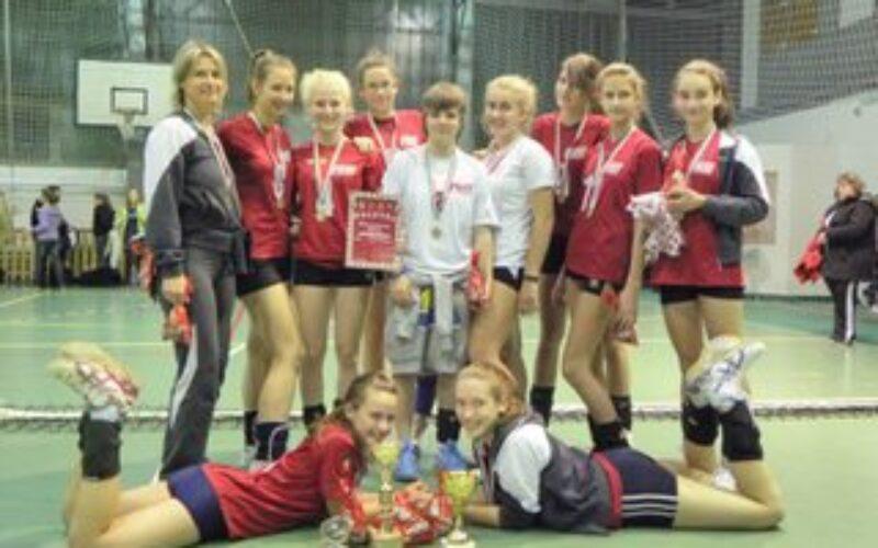 A KESI gyermek leány röplabda csapata újra az ország élvonalában