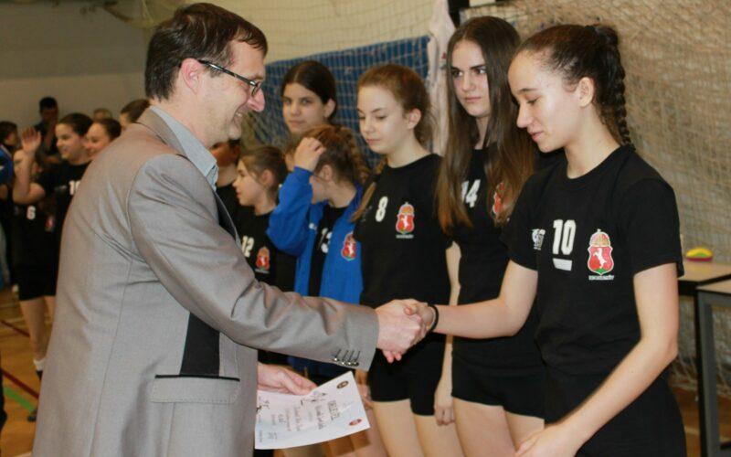 A KESI mini röplabda csapata nyerte a Hírös Kupát