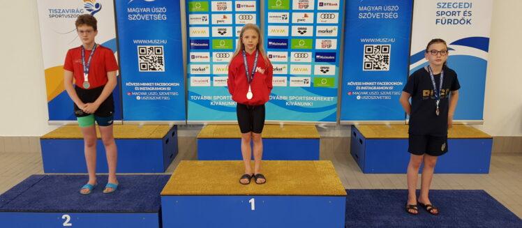 Kovács Nóra korosztályos bajnok 200m női mellúszásban