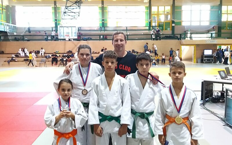 Tíz érmet nyertek a Kecskeméti Sportiskola judosai Pakson